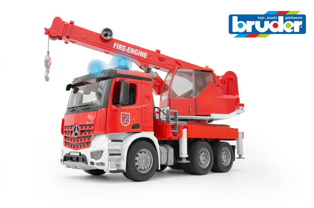 Igrača Bruder MB Arocs, gasilsko vozilo z dvigalom, zvokom in lučmi